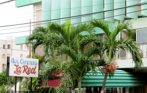 One of Vedado's bright and cheerful nightclubs, Cafeteria La Red plays internationla music and attracts an older crowd