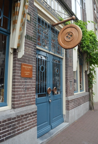 Knopenwinkel, the world's coolest button shop