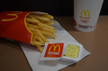 Fries and Fritessaus belong together, anyone can see that