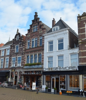 Porcelain shops can be found throughout Delft