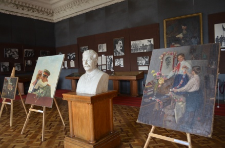 Artwork displaying Stalin's cult of personality